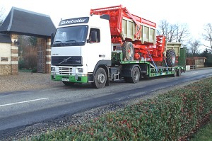 Translyre, transport of farm equipment, transport of farm machinery, exceptional convoy, mobile home transport, transport of combine harvesters, forage harvester transport